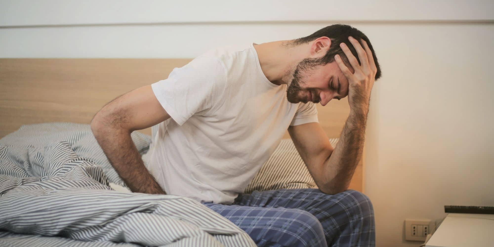 Conséquences dette sommeil - Homme fatigué